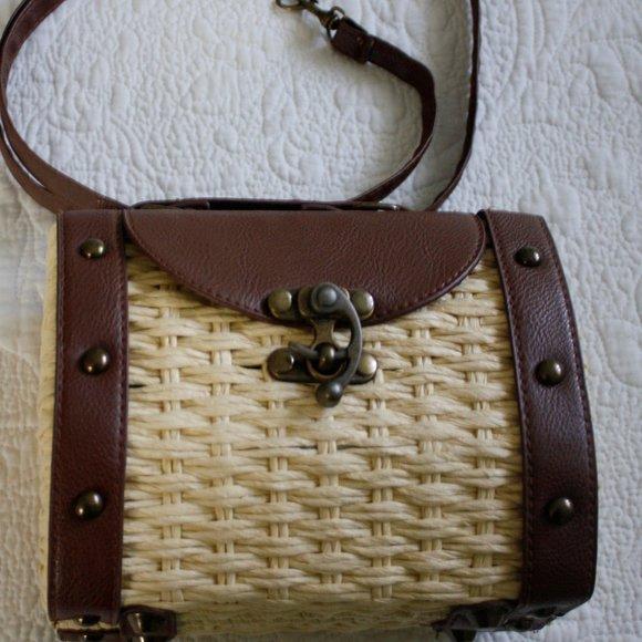 Wicker/Vegan Leather Style Handbag